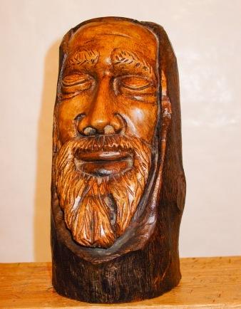 Busto. Nogal. Ø15x27cm. 1989