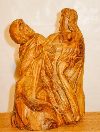 mujer con niño. Olivo. 12x18x30cm. 1997