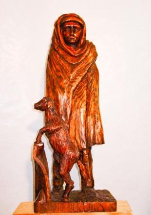 Pastor arropado con su manta. Pino tea. 25x30x80cm.1999.