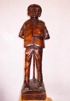 Pastor apoyado en su cayado. Nogal. 20x35x75cm. 1989.