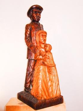 ¿Sagrada Familia del siglo XX? Pino tea. 30x25x80cm. 1998.