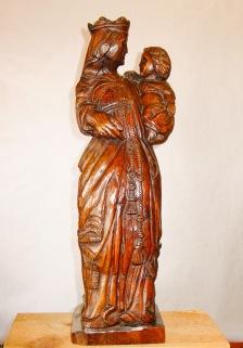 Virgen con niño. Pino. 18x20x65cm. 1987
